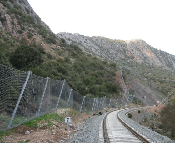 Estabilización y protección de taludes en línea de ferrocarril