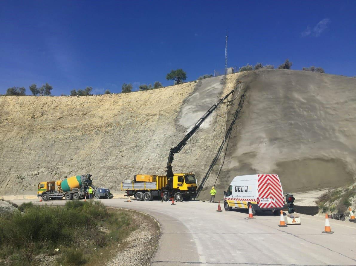 Estabilización de taludes en desmontes de la autovía A-44/Enlace 77
